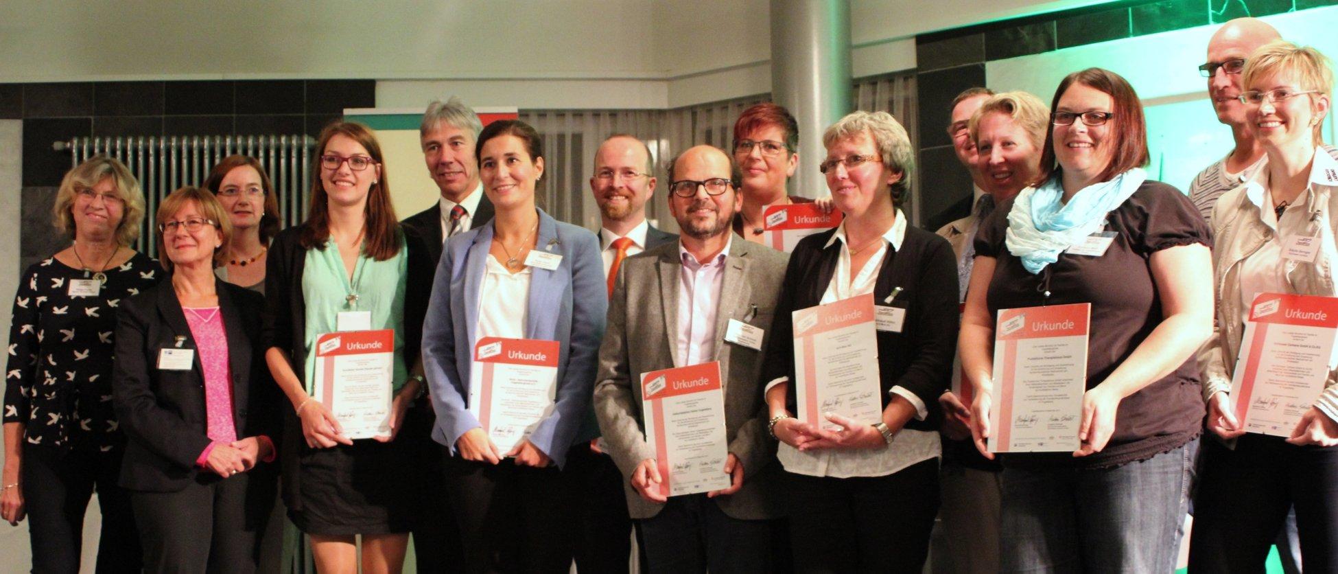 Die Vertreter der ausgezeichneten familienfreundlichen Unternehmen und die Wettbewerbsjury. Foto: Gabriele Richter, Pressestelle Vogelsbergkreis.