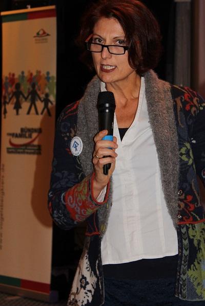 Frau Dr. Simone Schwarzer