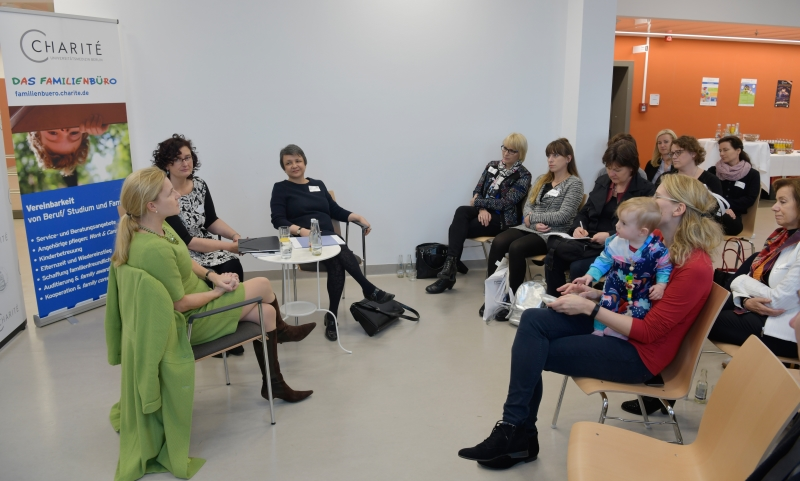 Die Direktorin des Klinikums Charité nahm sich Zeit und stellte sich den Fragen nach der Familienfreundlichkeit.