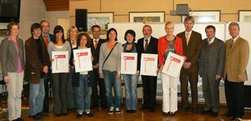 """Die Preisträger des Wettbewerbs """"Zukunft Familie 2009"""". Foto: Erich Ruhl, Pressetelle Vogelsbergkreis"""