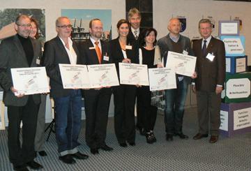 """Die Preisträger des Wettbewerbs """"Zukunft Familie 2011"""". Foto: Erich Ruhl, Pressestelle Vogelsbergkreis"""